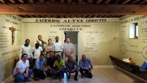 seminaristes du Prado au tableau de St Fons