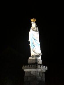 Marie, veille sur nous!